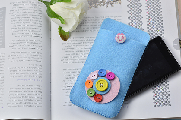 Here is the final piece of my lovely felt phone pouch!
