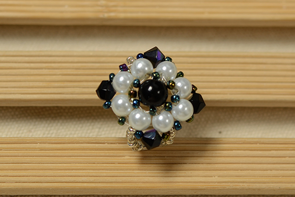 final look of the rhombus flower bead ring