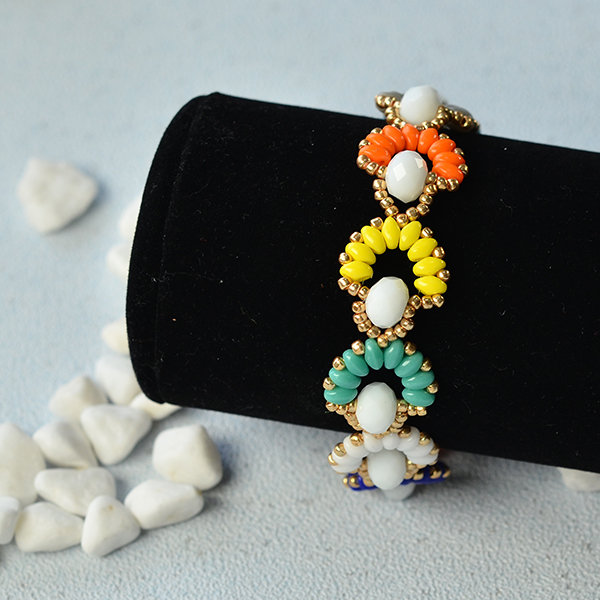 final look of the colorful 2-hole seed bead flower bracelet