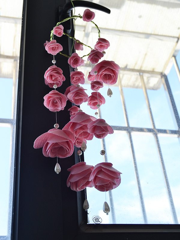 So beautiful this pink felt rose wind chime is! I hang it on my window immediately after I finish it!