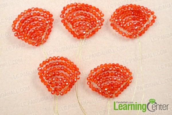 Make petals of beaded rose pattern