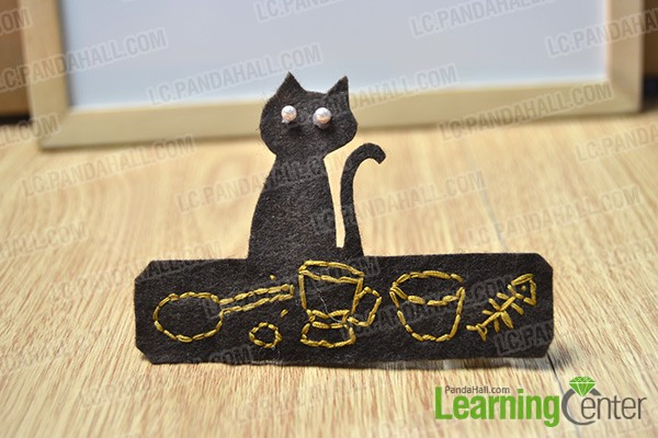 finished embroidered felt cat hair clip