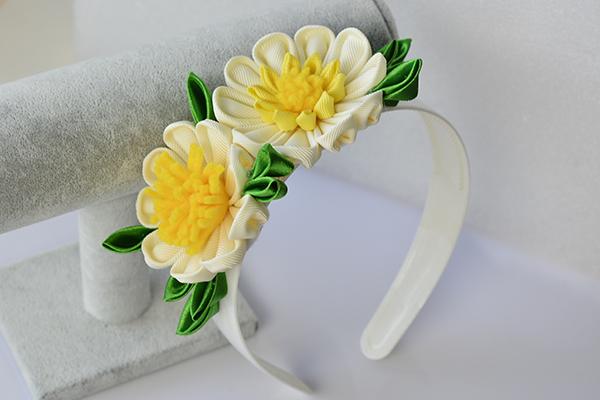 final look of the yellow ribbon flower headband