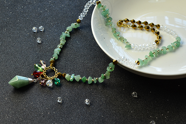 final look of the green gemstone bead necklace