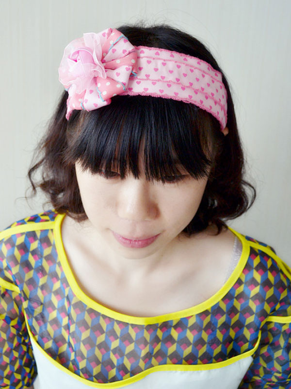 Now show you the final piece of the candy pink ribbon flower headband on head!