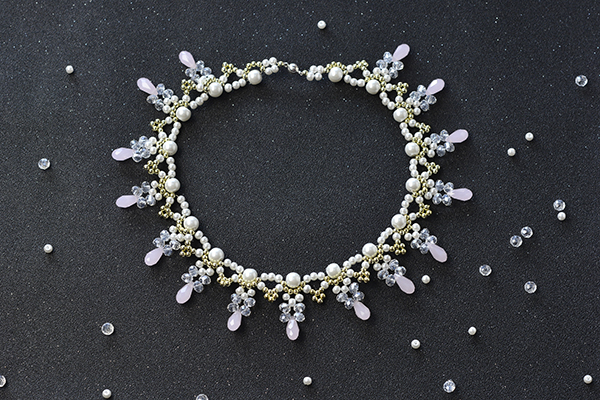 Here is the final look of the beading choker necklace: