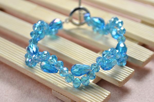 the final look of simple beaded bracelet patterns