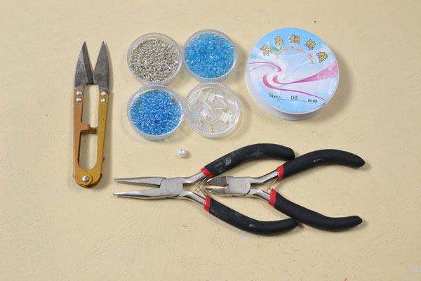 Supplies in making the wire bangle bracelet with snowflake pattern: