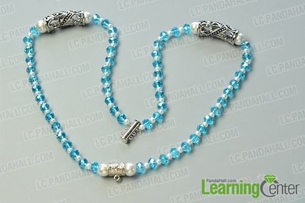 make the first part of the three-strand blue bead necklace