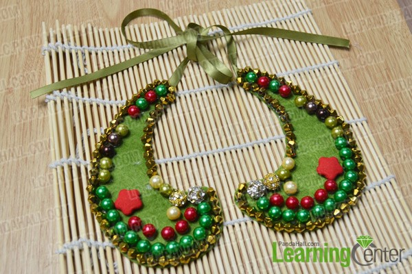 finished Christmas collar necklace