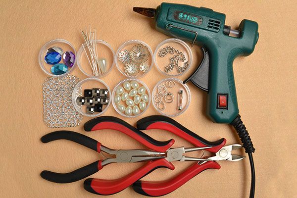 Supplies you'll need in making the vintage silver brooch with chain