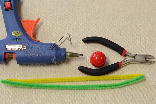 materials needed in DIY the green Halloween spider craft