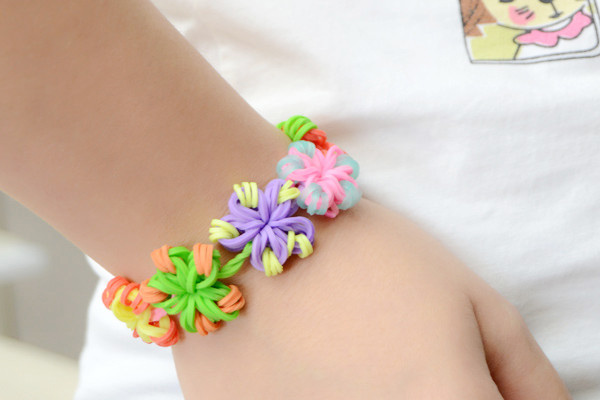 The beautiful candy color flower loom band bracelet