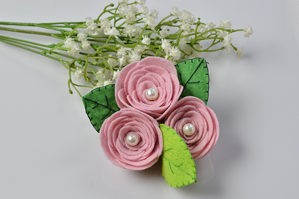final look of the pink felt rose flower brooch