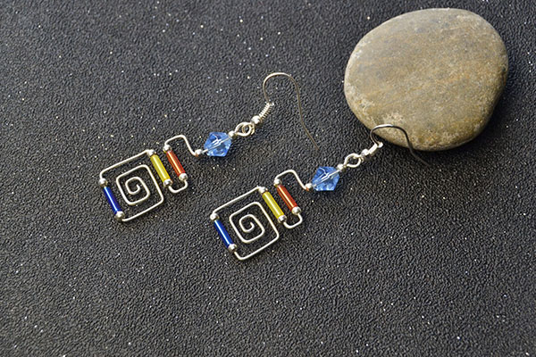 the final look of the wire wrapped earrings