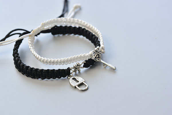 This is the final look of the couple friendship bracelets!