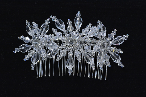 This is the HD image of the final piece of the glass beaded snowflake hair comb!!
