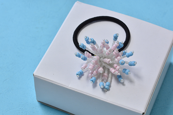 final look of the flower seed bead hair accessory