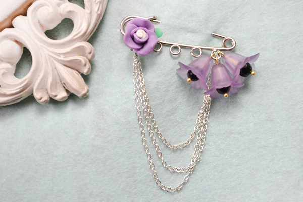 the final look of flower brooch pin