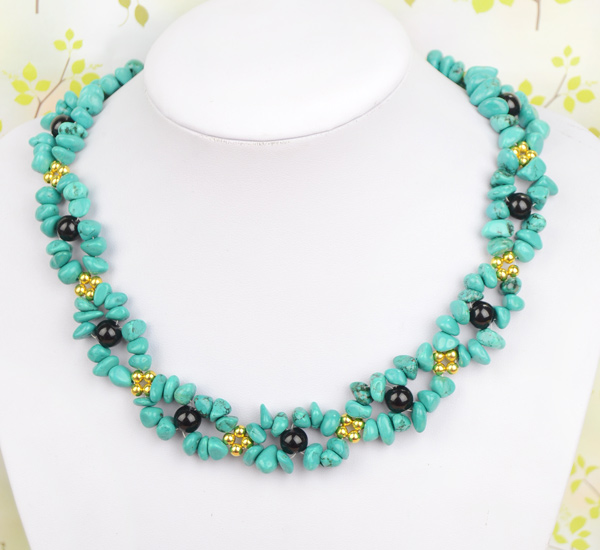 The final look of this beautiful turquoise and black necklace