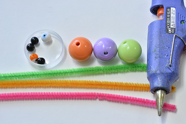 materials needed in DIY the easy chenille sticks crafts