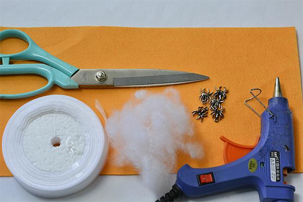 materials needed in DIY the Halloween spider wreath
