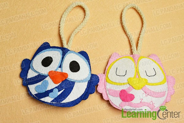 make the blue owl felt key cover in the same way.