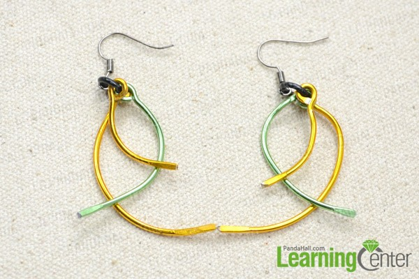 The finished wire earrings look like this: