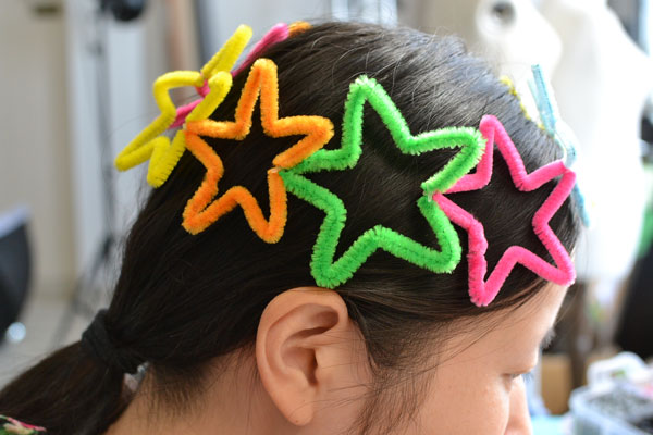 Here comes the final look of this colorful star headband for kids! Isn't it lovely?