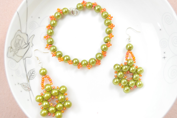 The final look of olive pearl bead jewelry designs: