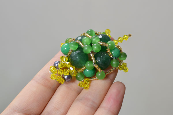 I'm so proud to show you the final look of my beaded tortoise craft!