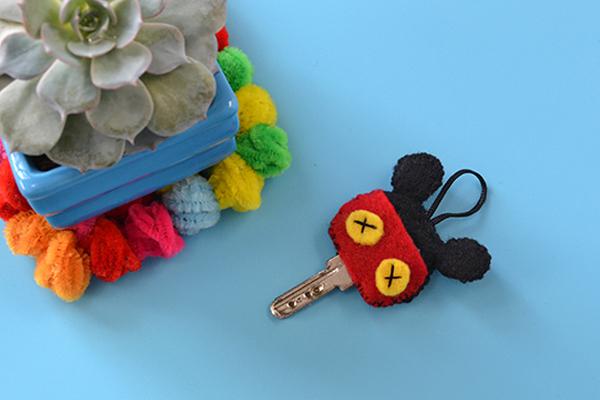 final look of the mickey felt keychain ornament