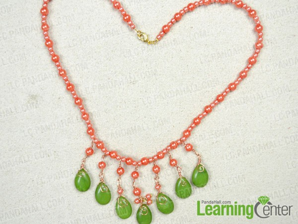final look of the fringe beaded necklace