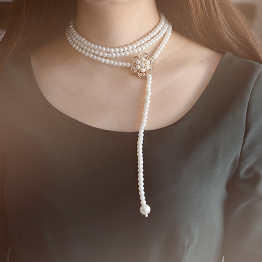 final look of the handmade multi-strand white pearl bead necklace