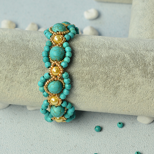 final look of the turquoise bead flower bracelet