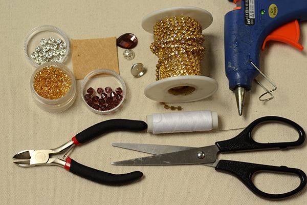 materials needed in DIY the gold tassel earrings