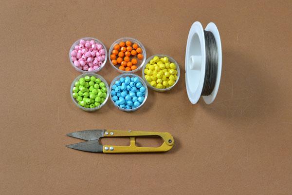 materials needed in DIY the homemade beaded pen holder