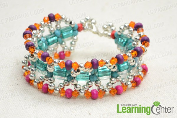 Boho-style beaded cuff bracelet pattern is like this: