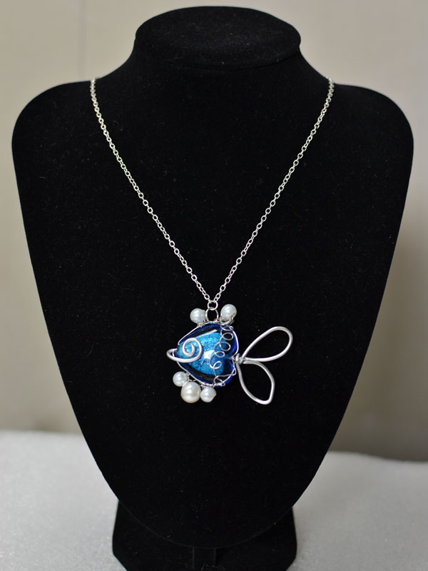 final look of the handmade blue fish pendant necklace