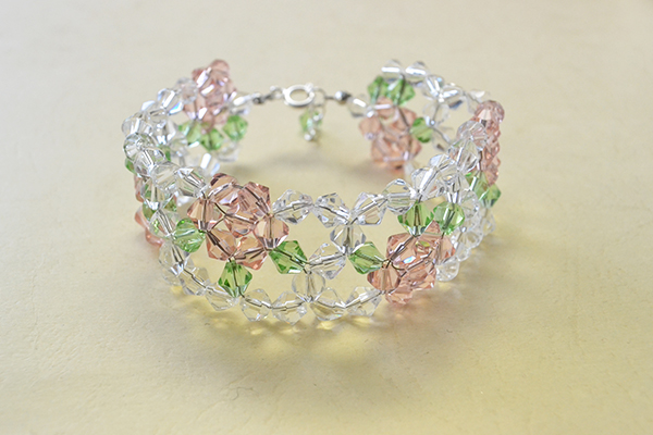 Final Look Of The Pink And Clear Gl Bead Flower Bracelet
