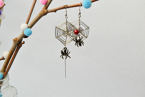 final look of the wire wrapped web and spider drop earrings for Halloween