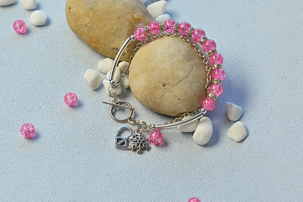 Now, here is the final look of this Tibetan beaded charm bracelet: