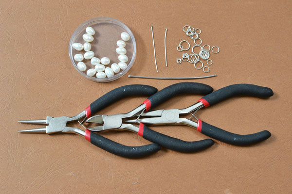 Supplies in making the jump ring bracelet with pearl dangles: