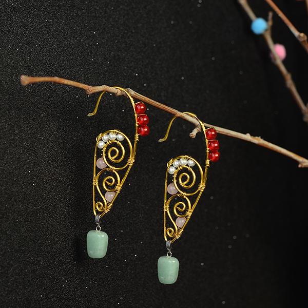 final look of this pair of wire wrapped gemstone beaded hoop earrings: