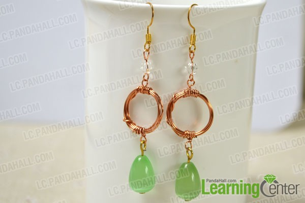 the completed wire wrapped dangle earrings