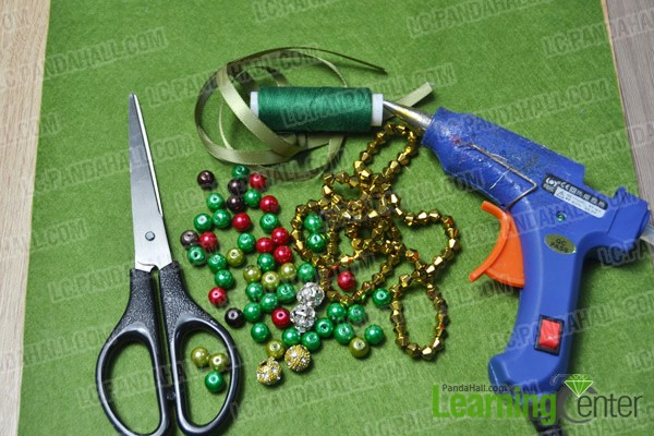 materials and tools for making a Christmas collar necklace