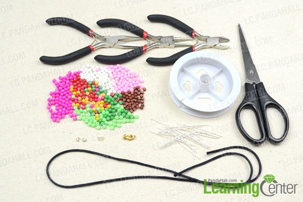 Stuffs needed in the colored bead necklace