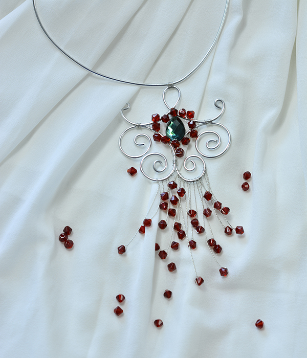 final look of the wire wrapped pendant necklace with glass beads