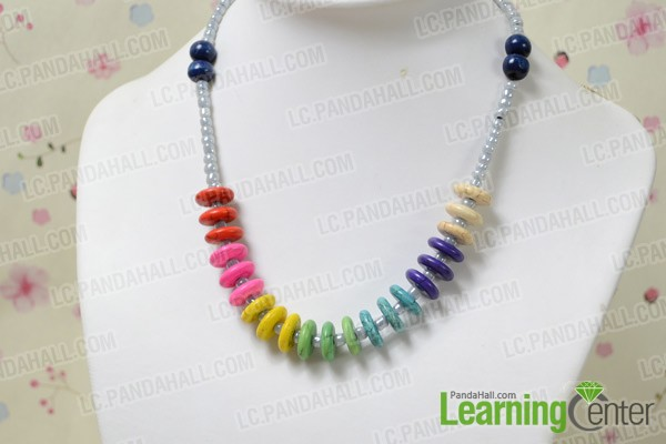 The final look of the rainbow beaded necklace: