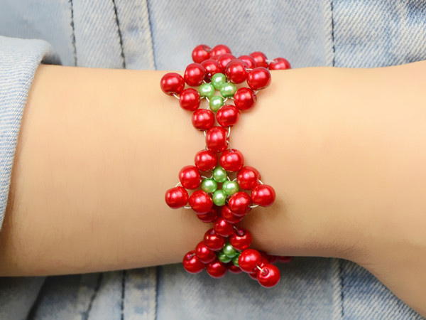 how to make a Christmas bracelet